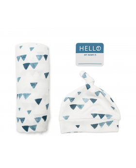 Newborn swaddle - Navy traingle print